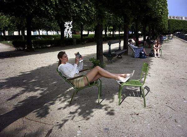 jardin de tuileries jardindetuileries louvre paris france model isabeldeprince isabel de prince parc reading feraggio pumps highheels stilettos