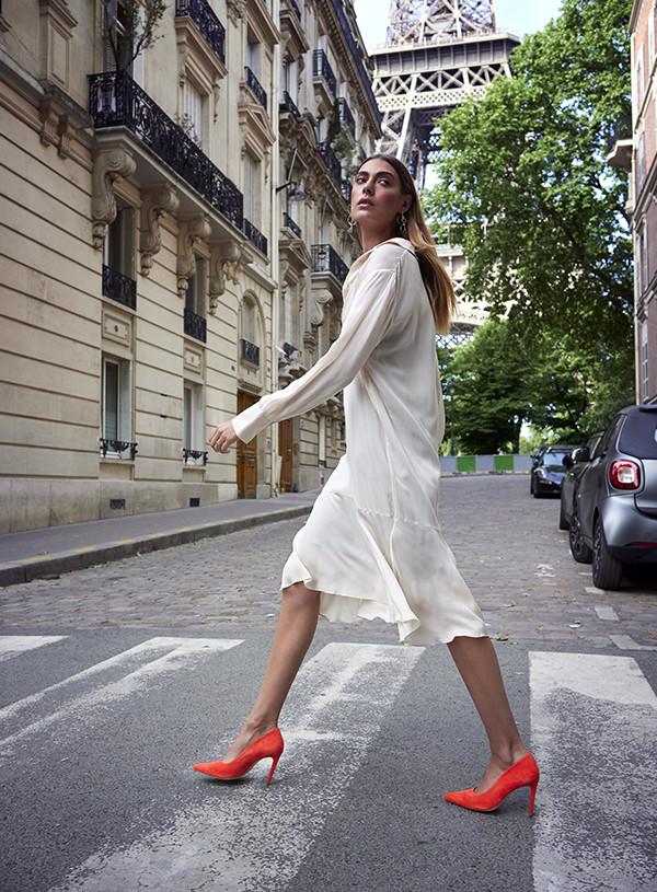 isabel de prince isabeldeprince eiffeltower eiffel paris france model female walking redorange feraggio pumps highheels stilettos rochechouart saint-george montmartre